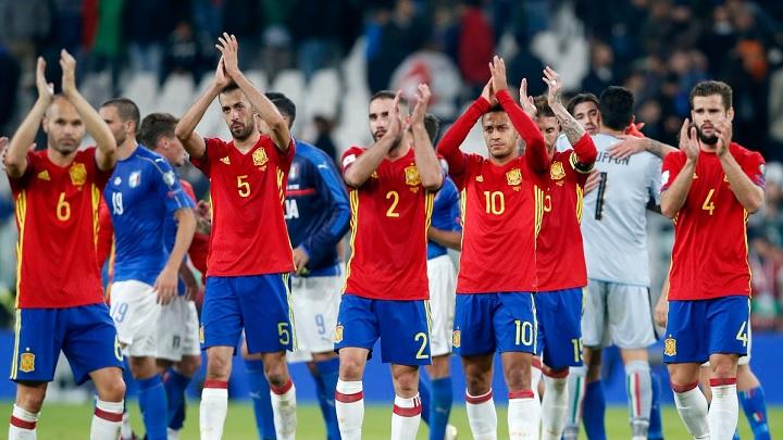 jugadores-espanoles-aplaudiendo