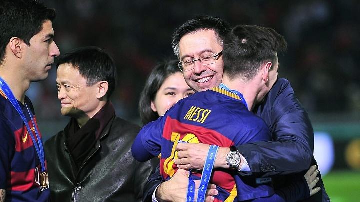 Bartomeu-abrazado-a-Messi