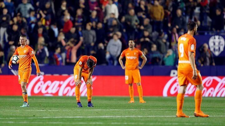jugadores-del-Malaga-desolados
