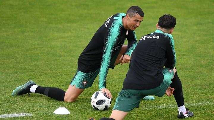 Cristiano-Ronaldo-estirando