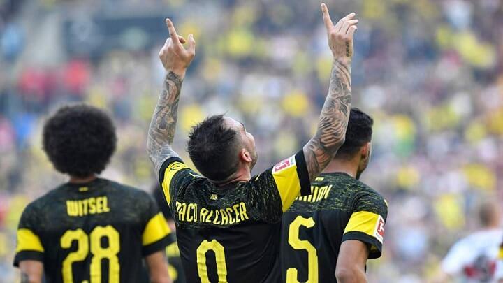 Paco-Alcacer-dedicando-un-gol