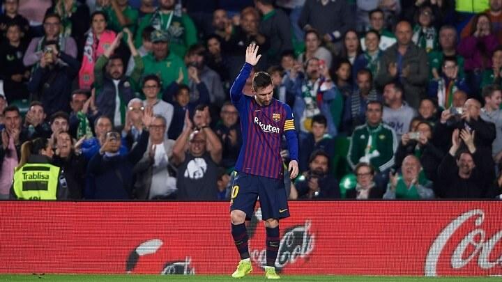Messi-saludando-al-Villamarin